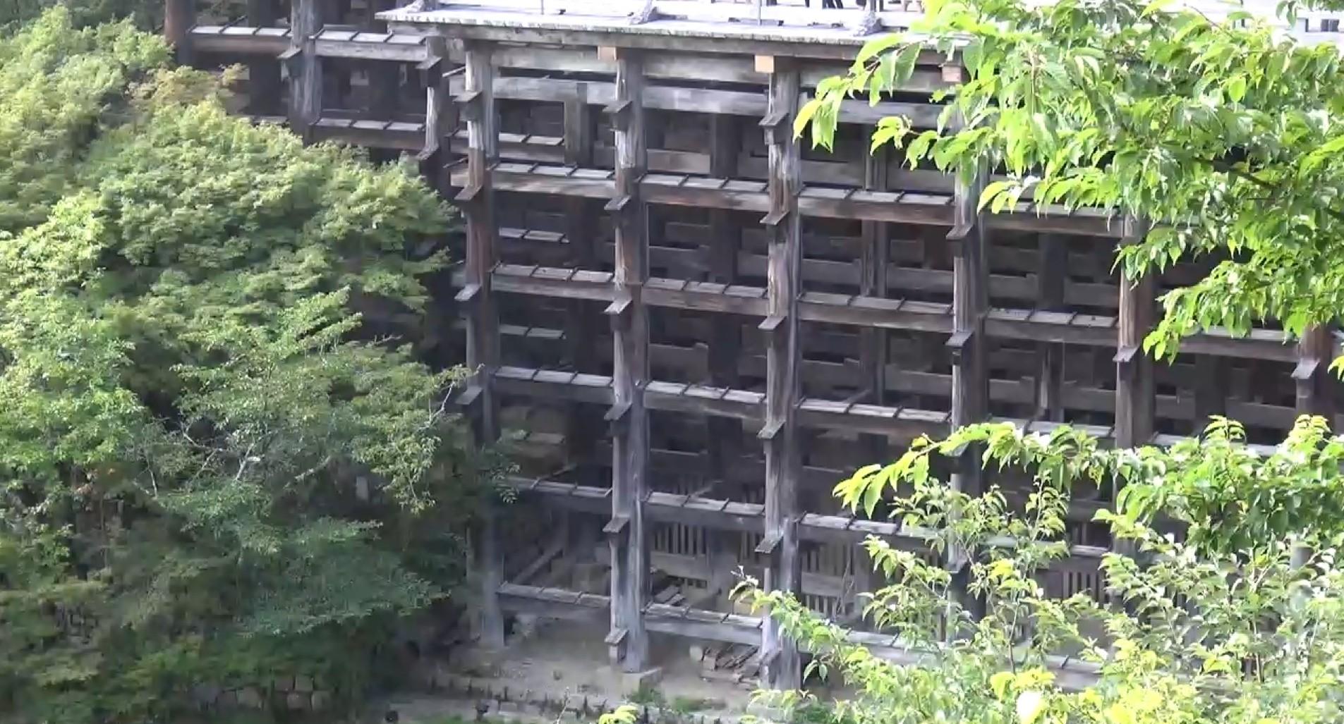 Sicht auf Holzkonstruktion des Kiyomizudera Tempels