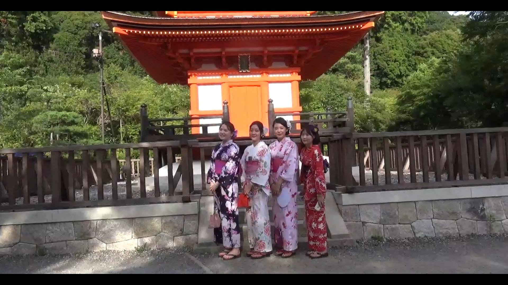 Touristinnen aus Südkorea posieren für Gruppenfoto