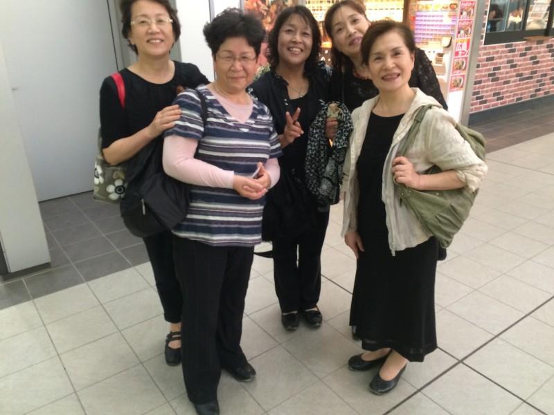 5 Schwestern aus Kagoshima auf einem Tagesausflug nach Miyajima