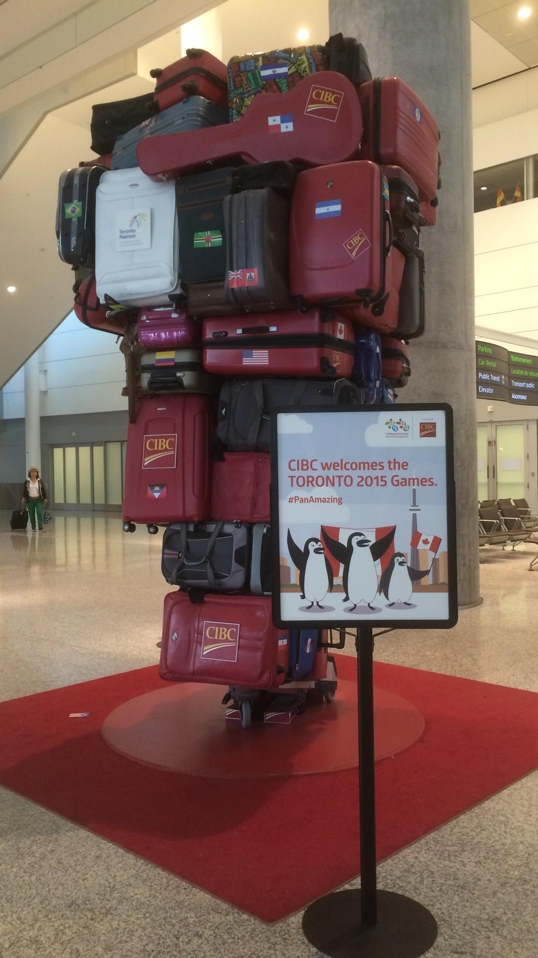 Toronto Pearson Airport - Koffer Skulptur