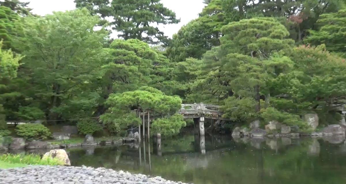 Kleine Brücke im Garten Kaiserpalast Kyoto