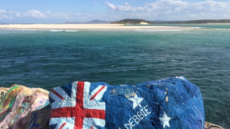 Stein am V-Wall in Nambucca Heads NSW Australien